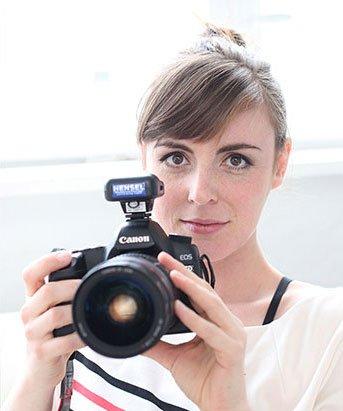 Fotografin mit Canon-Kamera